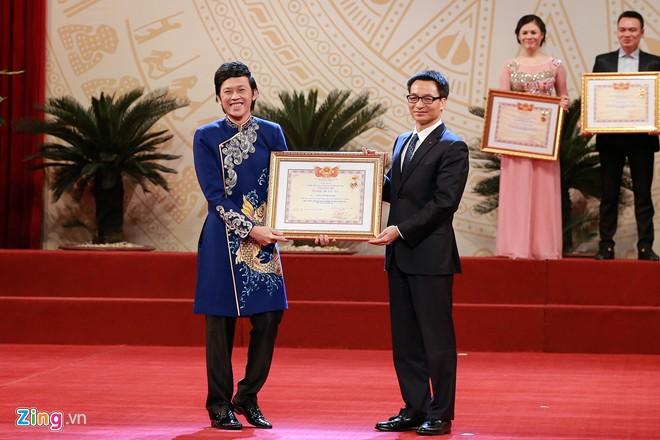 Hoài Linh được phong tặng danh hiệu Nghệ sĩ ưu tú