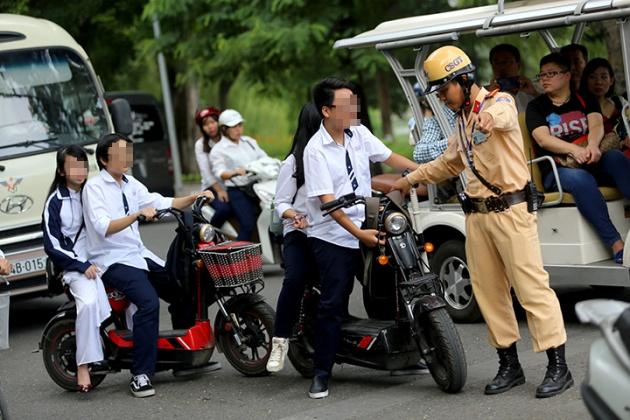 1/8 cảnh sát giao thông có thể xử phạt không lập biên bản những lỗi sau